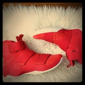 Lebron soldier 10 red